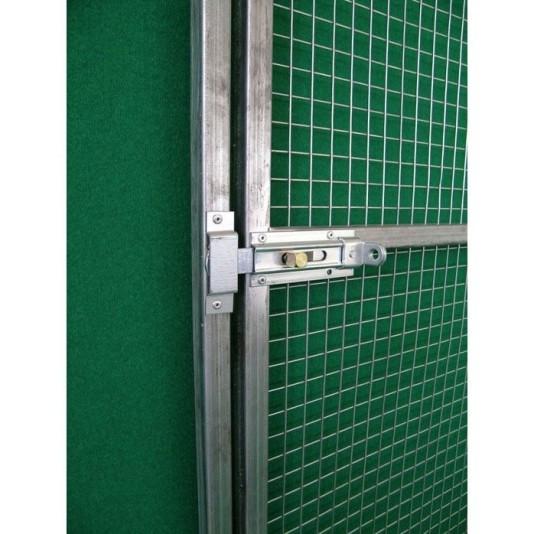 catenaccio di chiusura su cancello per voliera