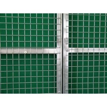 rete rivettata su cancello per voliera