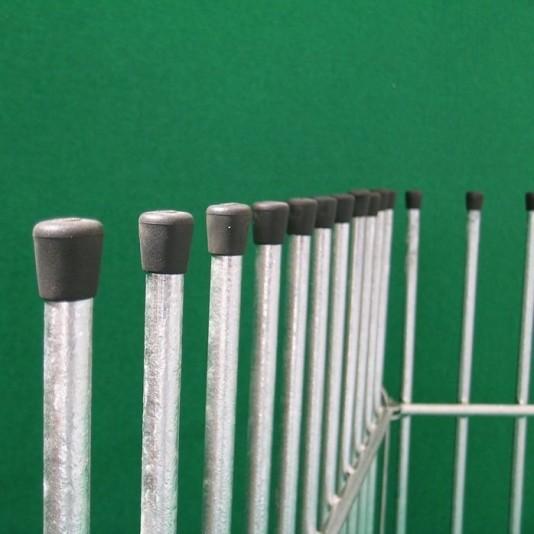 Zaun mit Gitterstäben für Welpen