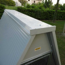 Insulated ground chicken coop roof