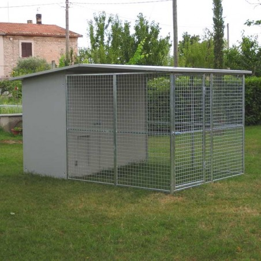 Box per cani mod. Modulare 200x300 con tettoia
